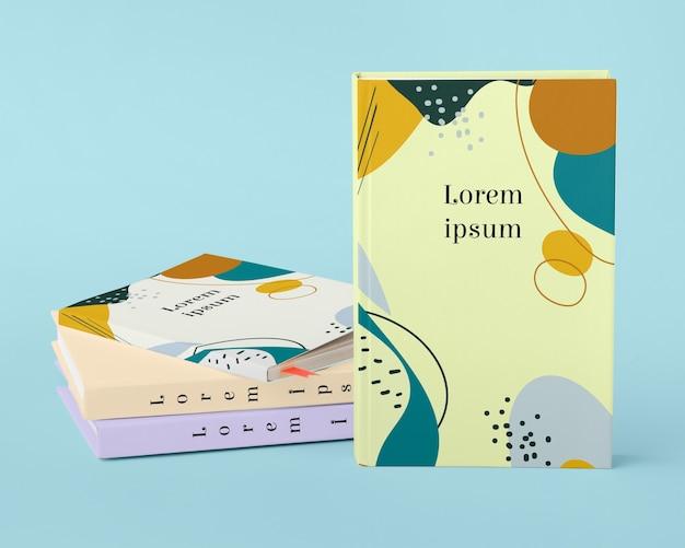 Concept De Studio De Livres Sur Fond Bleu Psd gratuit