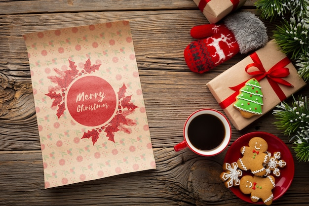 Coupe Plate De Café Avec Pain D'épice Et Cadeaux De Noël Psd gratuit