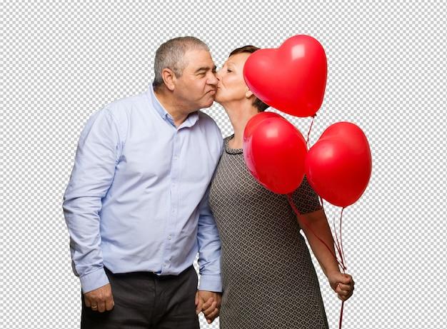 Couple d'âge moyen célébrant la saint valentin PSD Premium