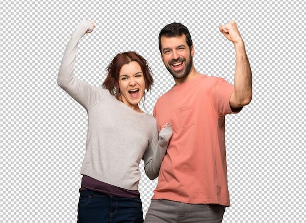 Couple à la saint valentin célébrant une victoire PSD Premium