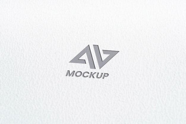 Création De Logo Maquette Lettre Majuscule Sur Papier Blanc Minimaliste Psd gratuit