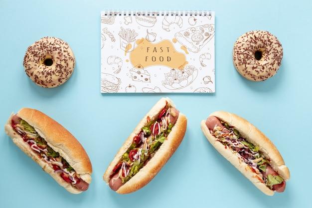 Délicieux Fast Food Sur Fond Blanc Psd gratuit