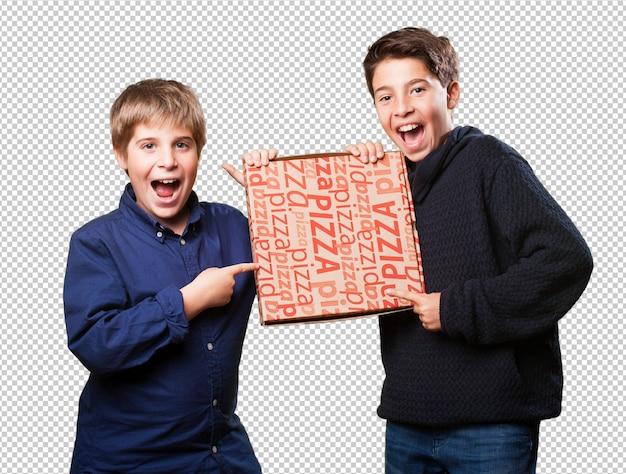Deux amis enfants tenant des pizzas PSD Premium