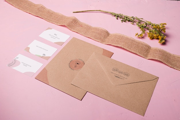 Disposition Des Enveloppes Et Des Rubans Psd gratuit