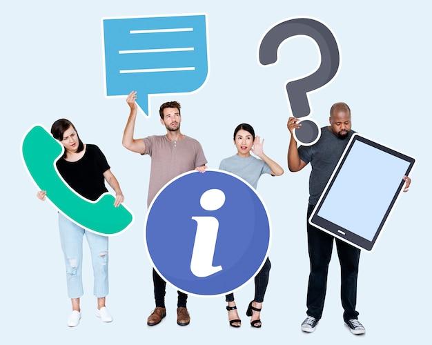 Diverses personnes avec des icônes de service à la clientèle PSD Premium