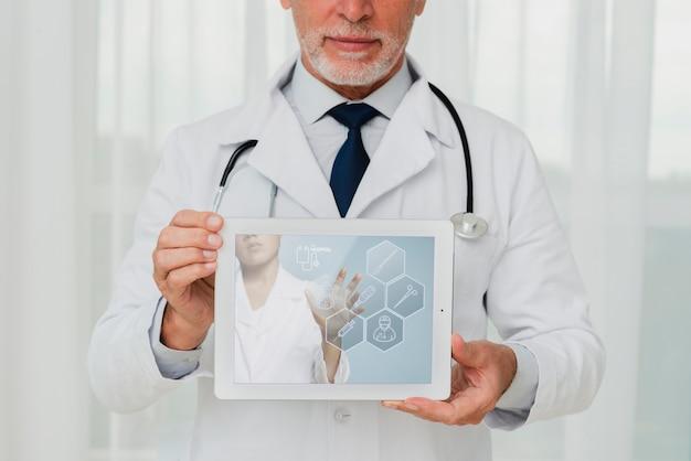 Docteur, Stéthoscope, Tenant Tablette Psd gratuit