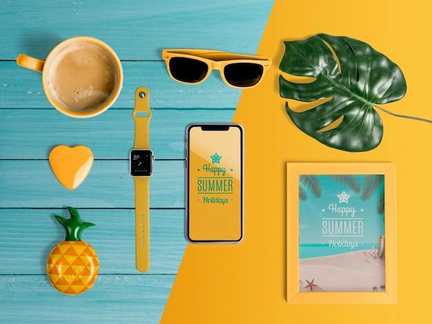 Éléments d'été pour profiter des vacances. vue de dessus plat poser Psd gratuit