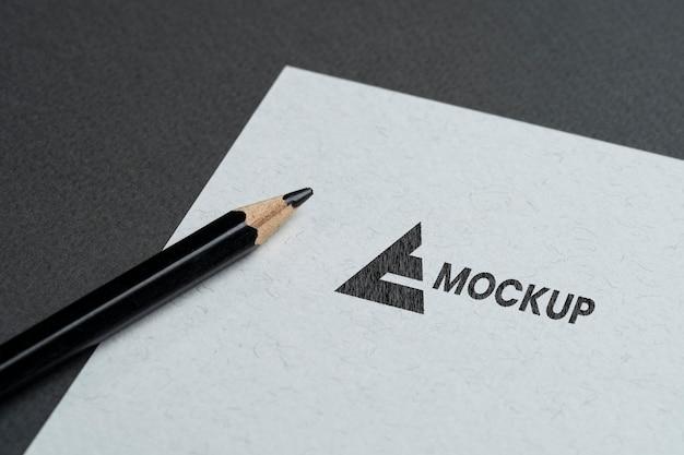 Entreprise De Conception De Logo Maquette Sur Papier Blanc Psd gratuit