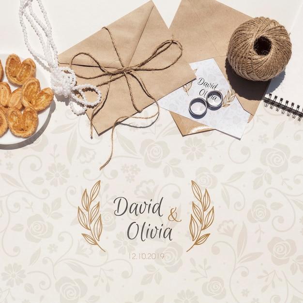 Enveloppe En Papier De Mariage Avec Anneaux De Désherbage Psd gratuit