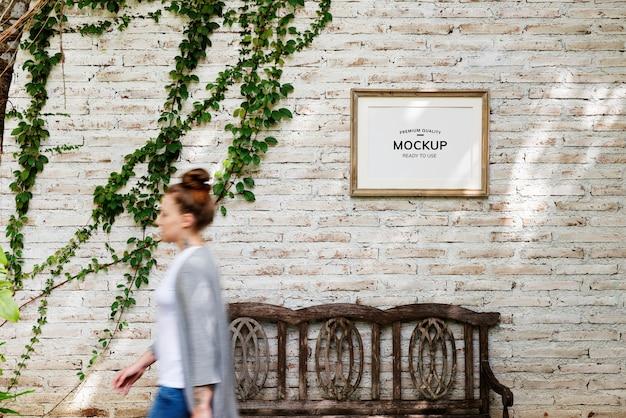Espace de conception du cadre photo accroché au mur PSD Premium