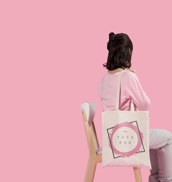 Espace Copie Femme Avec Sac Fourre-tout PSD Premium