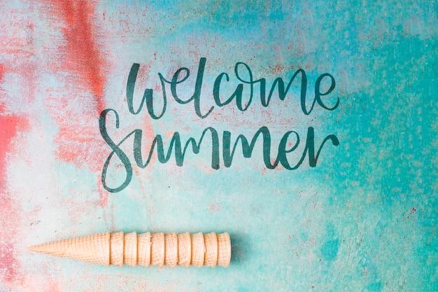 Été lettrage fond avec éléments de l'été Psd gratuit