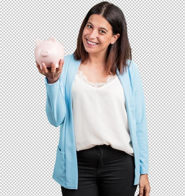 Femme d'âge moyen confiant et gai, tenant une banque de porcelets et être tranquille PSD Premium