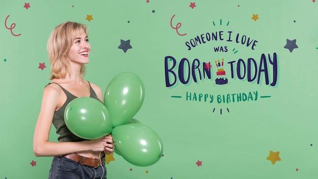 Femme à La Fête D'anniversaire Avec Des Ballons Psd gratuit