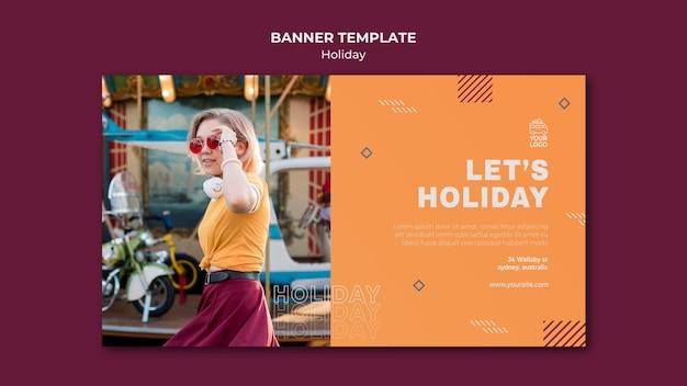Femme En Modèle De Bannière De Vacances à La Lumière Du Jour Psd gratuit