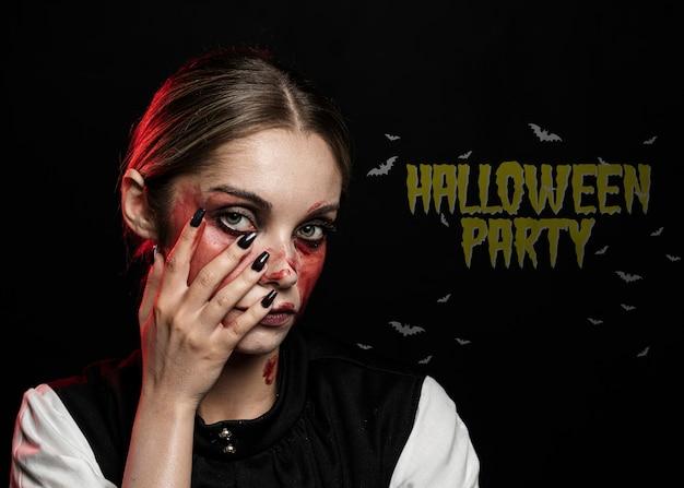 Femme peinte avec du sang pour le costume d'halloween Psd gratuit