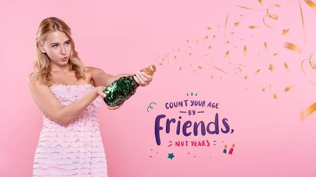 Femme, Popping, Bouteille Champagne, à, Fête Psd gratuit
