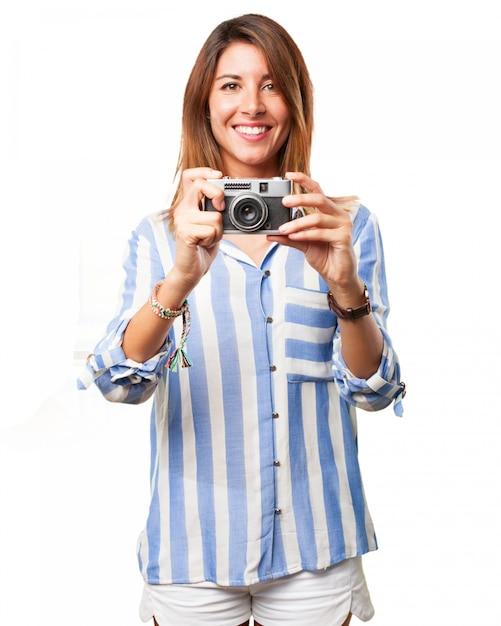 Femme utilisant son vieil appareil photo avec un grand sourire t l charger psd gratuitement - Image sourire gratuit ...