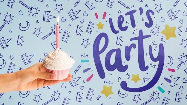 Fête D'anniversaire Avec Maquette De Gâteaux Psd gratuit