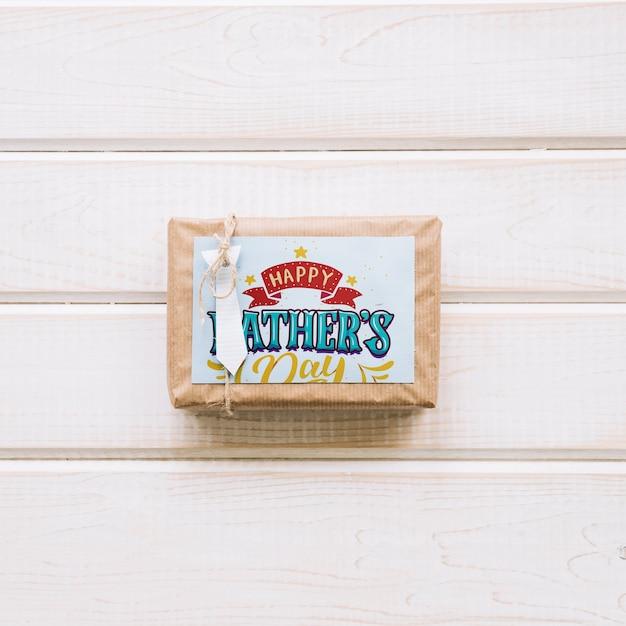 Fête des pères maquette avec boîte actuelle Psd gratuit