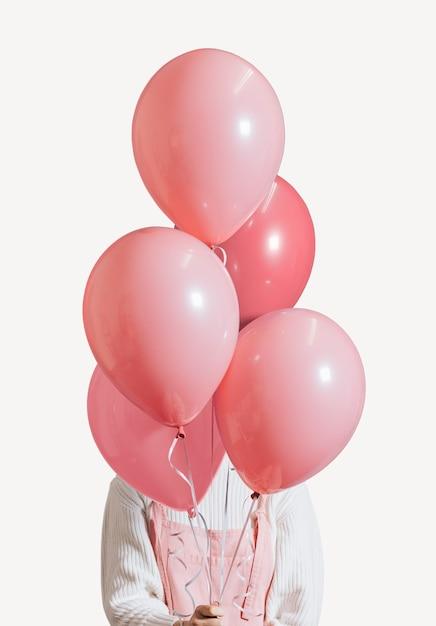 Fille couverte de ballons Psd gratuit