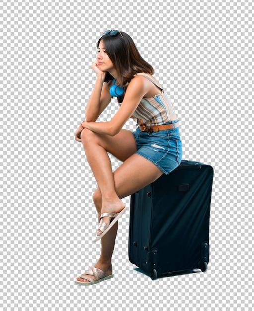 Fille fatiguée voyageant avec sa valise PSD Premium