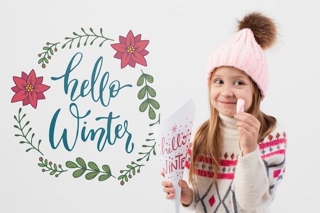 Fille heureuse portant des vêtements d'hiver Psd gratuit