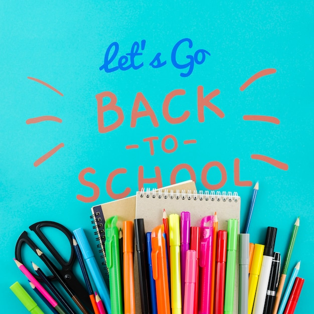 Flat lay back to school avec des fournitures colorées Psd gratuit
