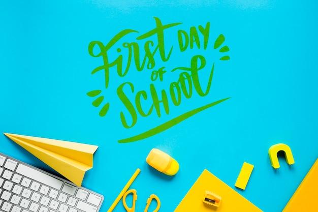 Fournitures jaunes pour le premier jour d'école Psd gratuit