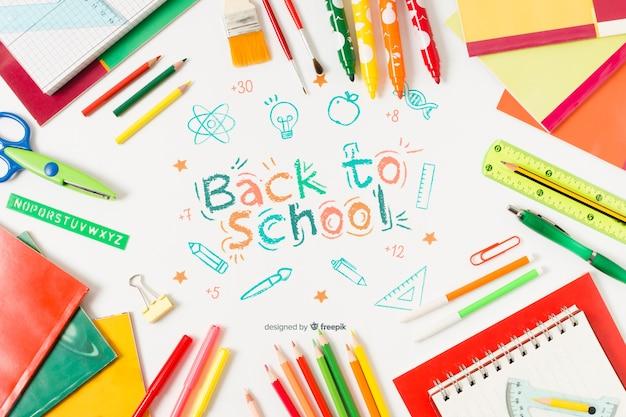 Fournitures scolaires vue de dessus avec dessin Psd gratuit