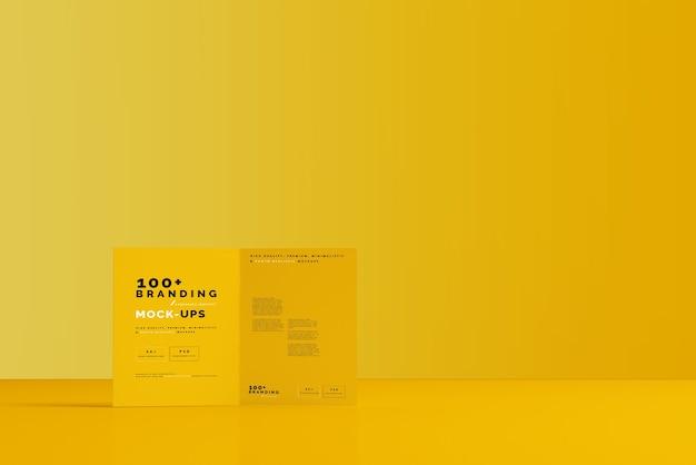 Gros Plan Sur L'emballage De La Maquette De La Brochure Pliée En Deux PSD Premium