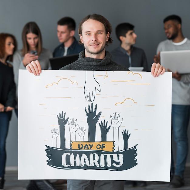 Groupe, personnes, tenue, pancarte, maquette, charité Psd gratuit