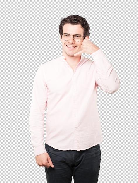 Heureux Jeune Homme Faisant Un Geste D'appeler Avec La Main PSD Premium