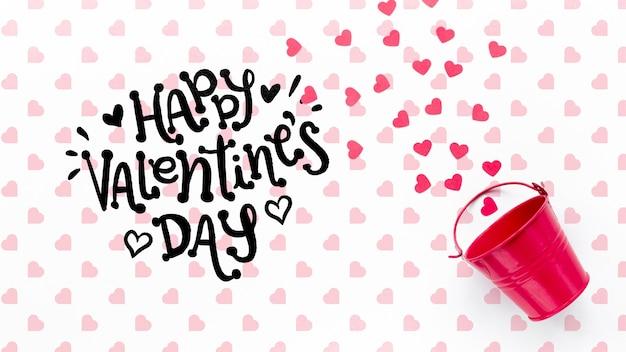 Heureux Lettrage De La Saint-valentin Avec Seau Rose Psd gratuit