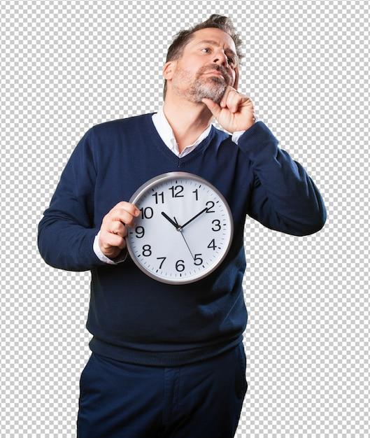 Homme d'âge mûr tenant une horloge PSD Premium