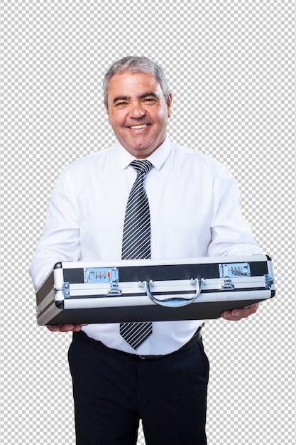 Homme d'âge mûr tenant une valise PSD Premium
