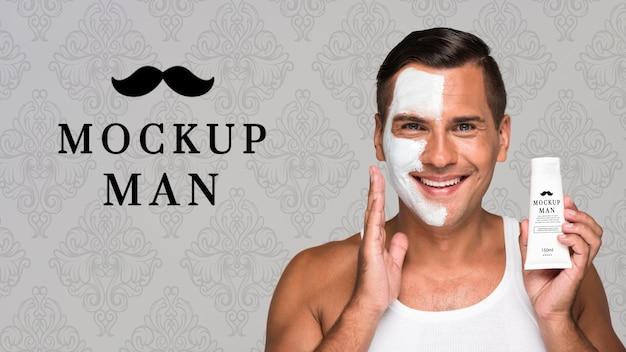 Homme à L'aide De Crème Pour Le Visage Vue De Face Maquette PSD Premium