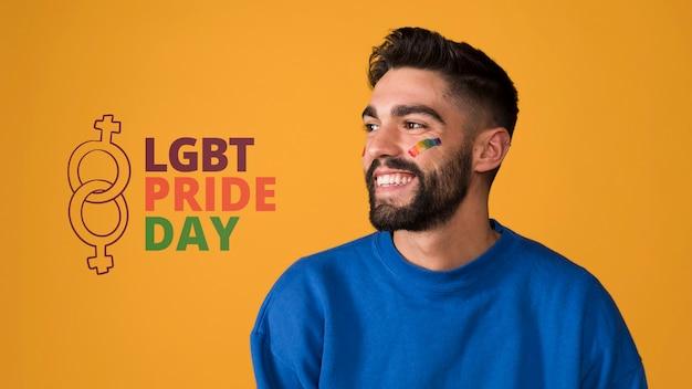 Homme heureux le jour de la fierté gay lgbt Psd gratuit