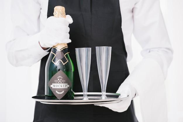 Homme Tenant Une Bouteille De Champagne PSD Premium
