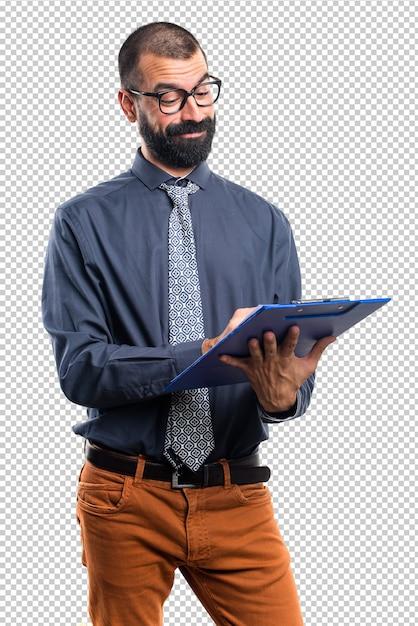 Homme tenant des notes PSD Premium