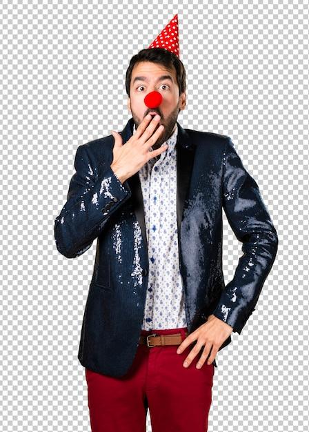 Homme avec veste à nez de clown PSD Premium