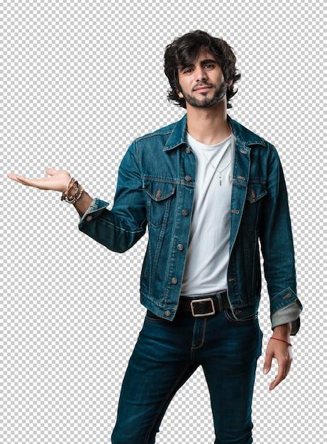 Jeune bel homme tenant quelque chose avec les mains, montrant un produit, souriant et gai, offrant un objet imaginaire PSD Premium