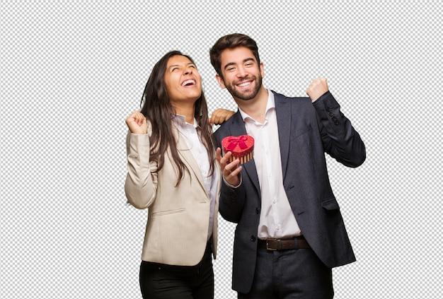 Jeune couple en saint valentin qui ne se rend pas PSD Premium