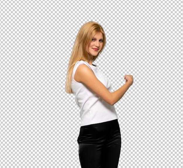 Jeune femme blonde envoie un message avec le mobile PSD Premium