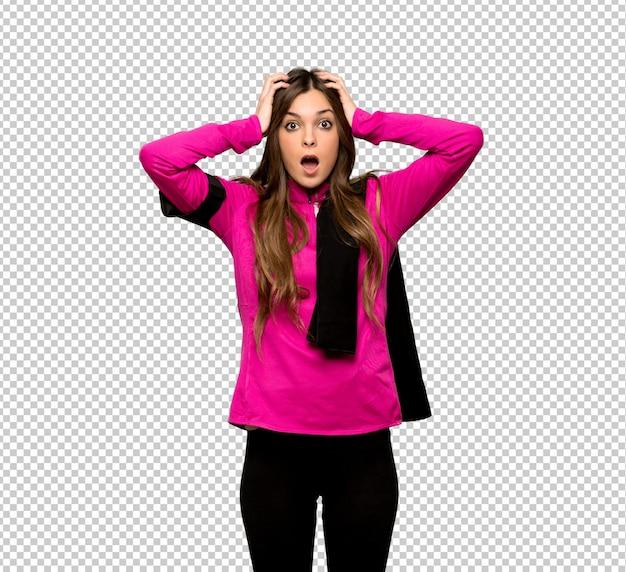 Jeune femme sportive prend les mains sur la tête car a la migraine PSD Premium