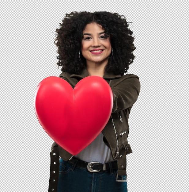 Jeune femme tenant une forme de coeur PSD Premium