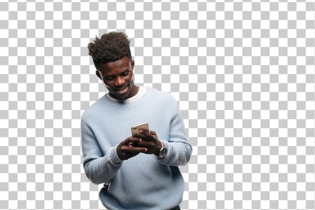 Jeune homme noir à l'aide d'un téléphone mobile intelligent PSD Premium