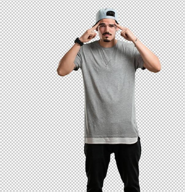 Jeune Homme Rappeur Homme Faisant Un Geste De Concentration, Regardant Droit Devant, Concentré Sur Un Objectif PSD Premium