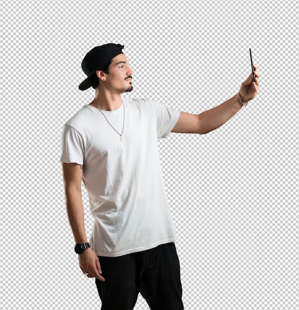 Jeune rappeur, confiant et enjoué, prenant un selfie PSD Premium