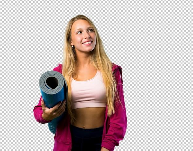 Jolie femme de sport avec tapis PSD Premium